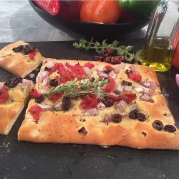 Εύκολη Λαδένια (με ζύμη πίτσας)