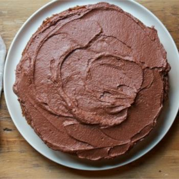 Αφράτο κέικ καρότου με frosting σοκολάτας