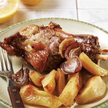 Αρνί της Κυριακής (Αρνί στη γάστρα με πατάτες και μυρωδικά)