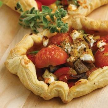 Ανοιχτές πίτες µε λαχανικά και τυρί κρέμα